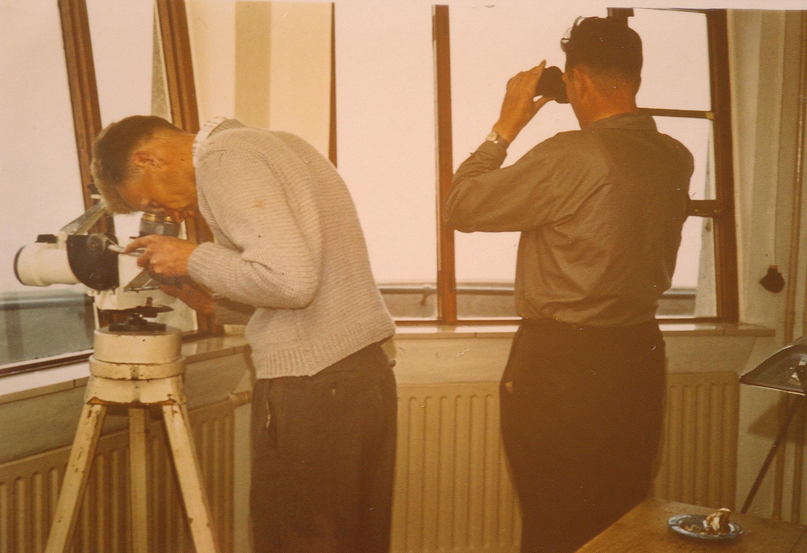 Vuurtorenwachters op de toren. ca 1960
