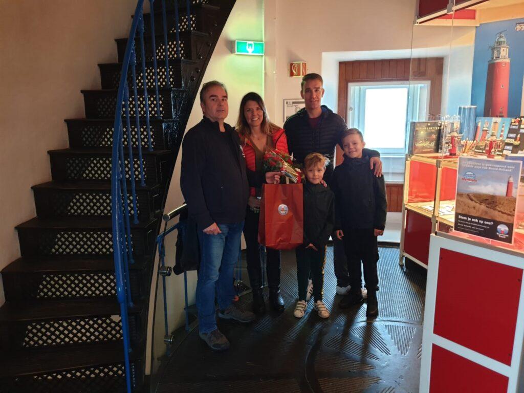 Fam Leek 100.000ste bezoeker vuurtoren Texel